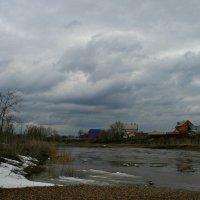 Встал ветер с запада: седыми облаками покрыл небес потухший океан... :: Евгений Юрков