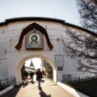 Он сегодня здесь в Пасхальном неземном сиянье! :: Ирина Данилова
