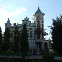 Греко -католическое здание  в  Ивано - Франковском  парке :: Андрей  Васильевич Коляскин