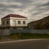Дом у дороги :: Алексей Окунеев