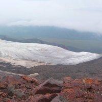 Язык ледника. Граница двух стихий на северном склоне Эльбруса.Высота около 3800 м. :: Vladimir 070549