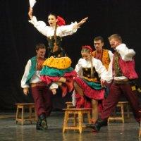 Танец на стульях. :: Александр Селезнев
