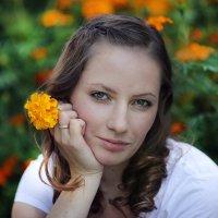 Девушка с цветком :: Vladimir 070549