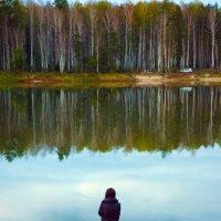 У озера :: Михаил Гажур