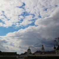 Остров-град Свияжск - над монастырем всегда есть кусочек чистого неба :: Damir Si