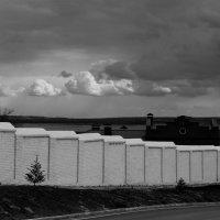 Белая стена в пасмурную погоду :: Damir Si