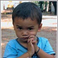 Малыш из Вьентьяна :: Евгений Печенин