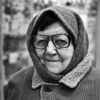 бабушка в аптеке :: Alina Rustamova