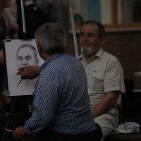 уличный художник. Кировка, Челябинск. 9 мая :: Ирина Белова