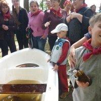 ловля рыбы в лодке :: Валерий Михасик