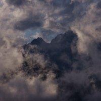 Сквозь облака, туманы... :: Вальтер Дюк