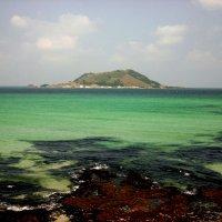 Малый вулкан острова :: михаил рис