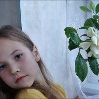 С гарденией :: Нина Корешкова