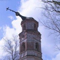 Старинная колокольня :: Руслан Веселов