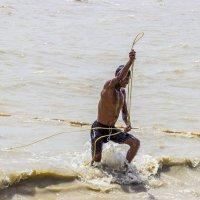 Рыбак на Ганге ... :: Михаил Юрин