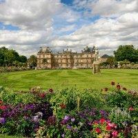 Дворец Марии Медичи в Люксембургском саду Парижа :: Free