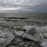 Северодвинск. Весна наступает. Неспокойно Белое море :: Владимир Шибинский