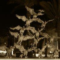 памятник маленькой но очень гордой птичке :: Ефим Журбин