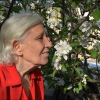 Вдыхаю свежесть яблони цветущей... :: Anna Gornostayeva