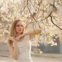 фотосессия в цветущих садах :: Оля Грушевская