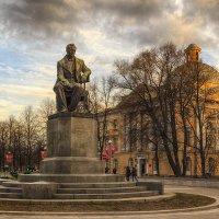 Памятник А.С. Грибоедову. :: Валентин Яруллин