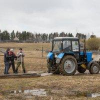 Прокати нас, Петруша, на тракторе...) :: Татьяна Копосова