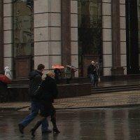 Дождливый день  в  городе... :: Валерия  Полещикова