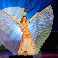 Восточный танец :: Александр Неустроев