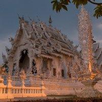 Белый храм Ронг Кхун :: Евгений Печенин