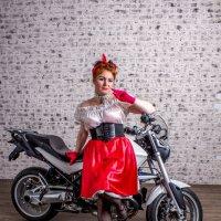 Девушка и мотоцикл. :: Александр Лейкум