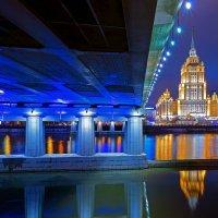 Выглядывая из под Новоарбатского :: Alex