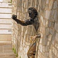 Человек, проходящий сквозь стены :: Виктор Льготин