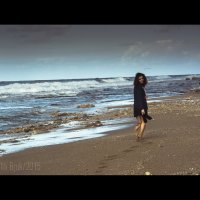 Из серии о том, как одна девушка, устав от суеты душного офиса, сбежала к морю. :: Yulia Bruk