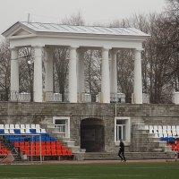 Тренировка спортсмена на стадионе :: Фотогруппа Весна.
