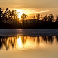 spring sunset on the lake :: Dmitry Ozersky