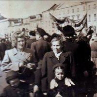 На демонстрации. Ленинград, 1955 год :: Нина Корешкова