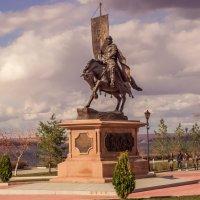 Памятник князю Григорию Засекину первому воеводе и строителю Самары. :: Сергей Исаенко