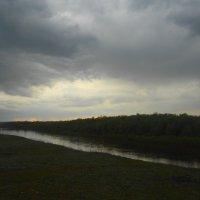 кажется дождь начинается... :: Владимир Суязов