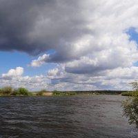 Облачка над рекой. :: Антонина Гугаева