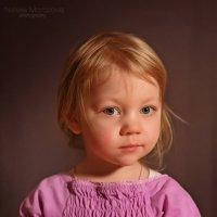 Девочка и яблоко :: Наташа Морозова