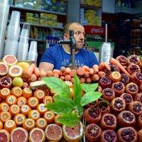 Фру́кт (лат. fructus — плод) — сочный съедобный плод дерева или кустарника :: kirm2 .