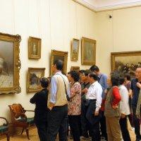 Китайские туристы в Третьяковке. :: Елена