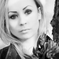 Девушка с цветами :: Irina Fedotovskaya