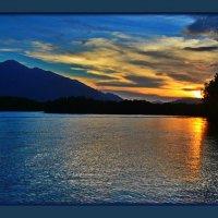 Я так люблю чарующий закат… Особенно когда закат на море… Как вдалеке пылающий фрегат… :: Людмила Богданова (Скачко)