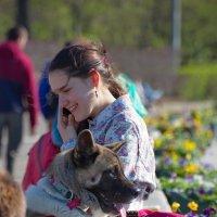 Девушка с собакой :: Юрий Кольцов