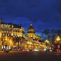 Вид с Дворцовой площади :: Андрей Козов