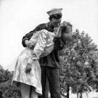 Поцелуй через 70 лет после войны... :: Roman Mordashev