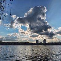 Дракон над городом летает... :: Юрий Муханов