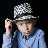 Макс, внук на  фотосессии :: Виктор Твердун