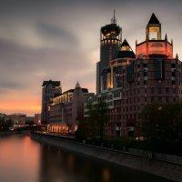 Дом на набережной :: Михаил Гусев